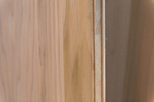 Sezione tavole in legno massello a venatura incrociata